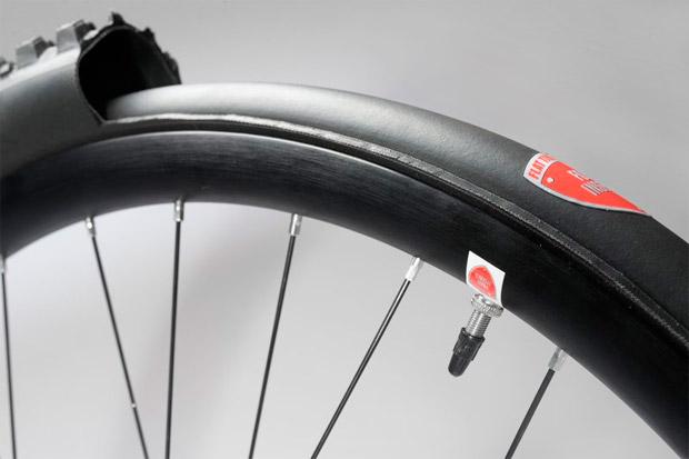 En TodoMountainBike: Flat Tire Defender, para rodar con presiones mínimas sin miedo a los llantazos