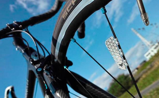 FLECTR Zero, ultraligeras láminas adhesivas reflectantes para radios de bicicleta