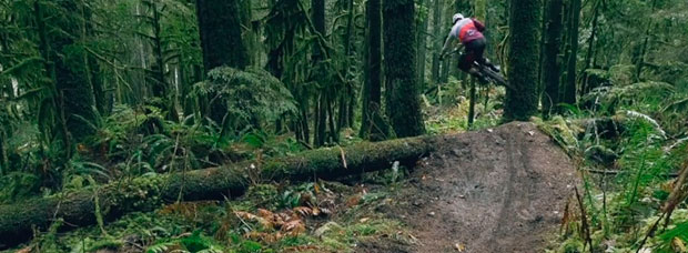 'Flow Down, Speed Up', rodando en Squamish (Canadá) con Remi Gauvin del OneUp Team