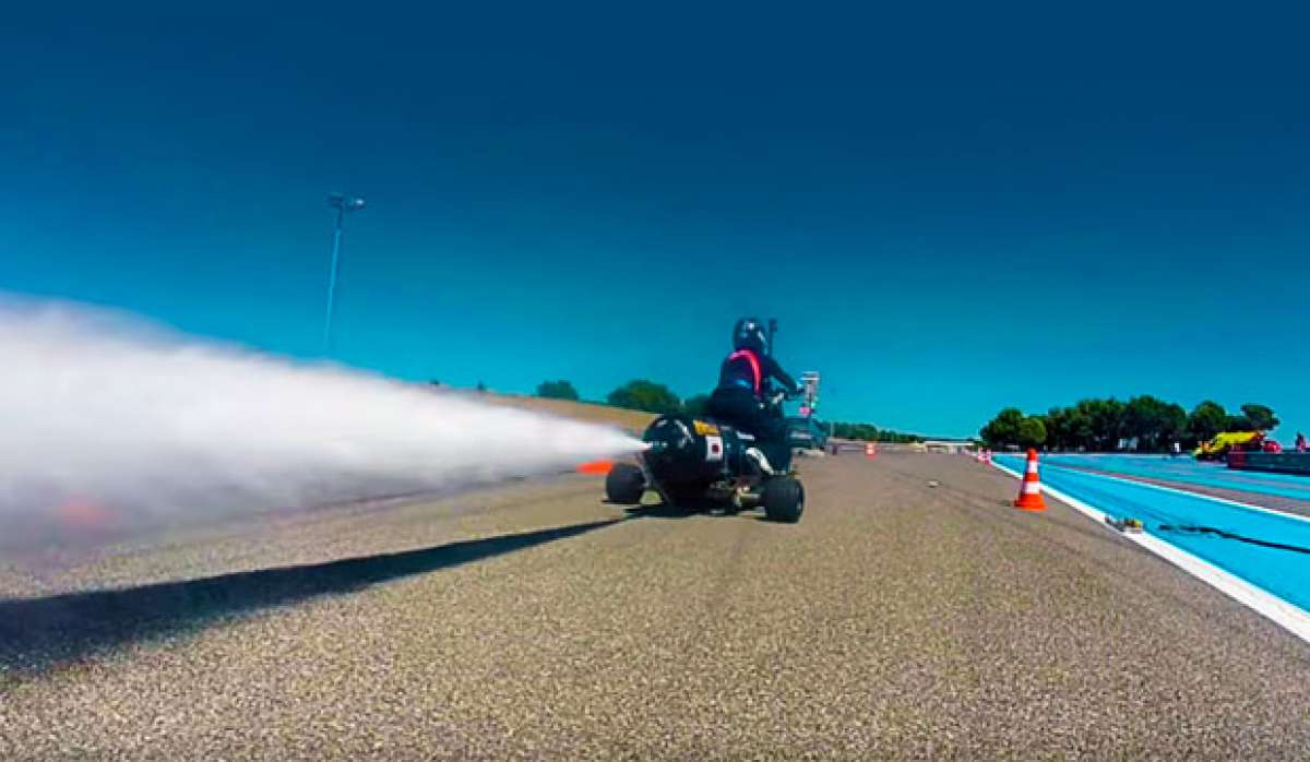 En TodoMountainBike: François Gissy lo vuelve a hacer: de 0 a 100 km/h en 0.55 segundos con un triciclo impulsado por agua