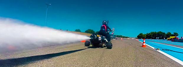 François Gissy lo vuelve a hacer: de 0 a 100 km/h en 0.55 segundos con un triciclo impulsado por agua
