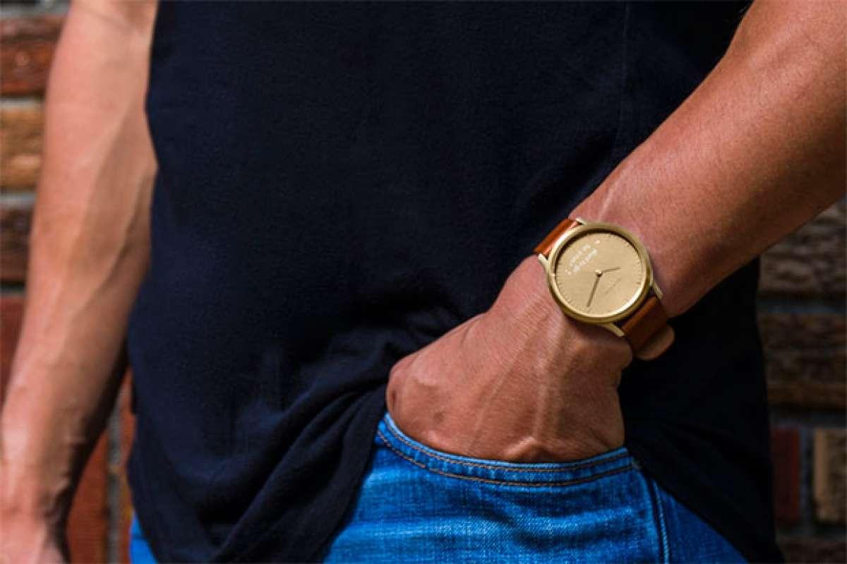 """Garmin vívomove HR, un avanzado """"smartwatch"""" con pulsómetro integrado y estética clásica"""