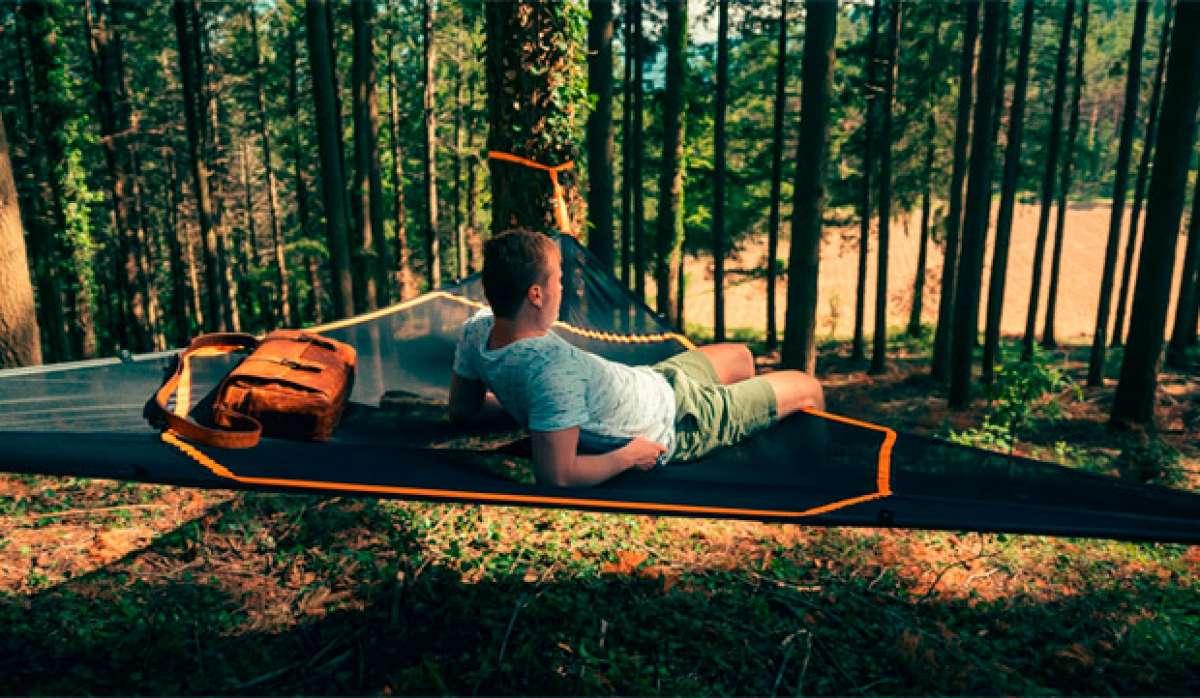 En TodoMountainBike: Levitat, una gigantesca hamaca flotante para echarse la siesta (y mucho más) en cualquier lugar