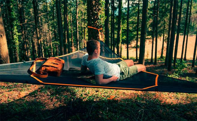 Levitat, una gigantesca hamaca flotante para echarse la siesta (y mucho más) en cualquier lugar