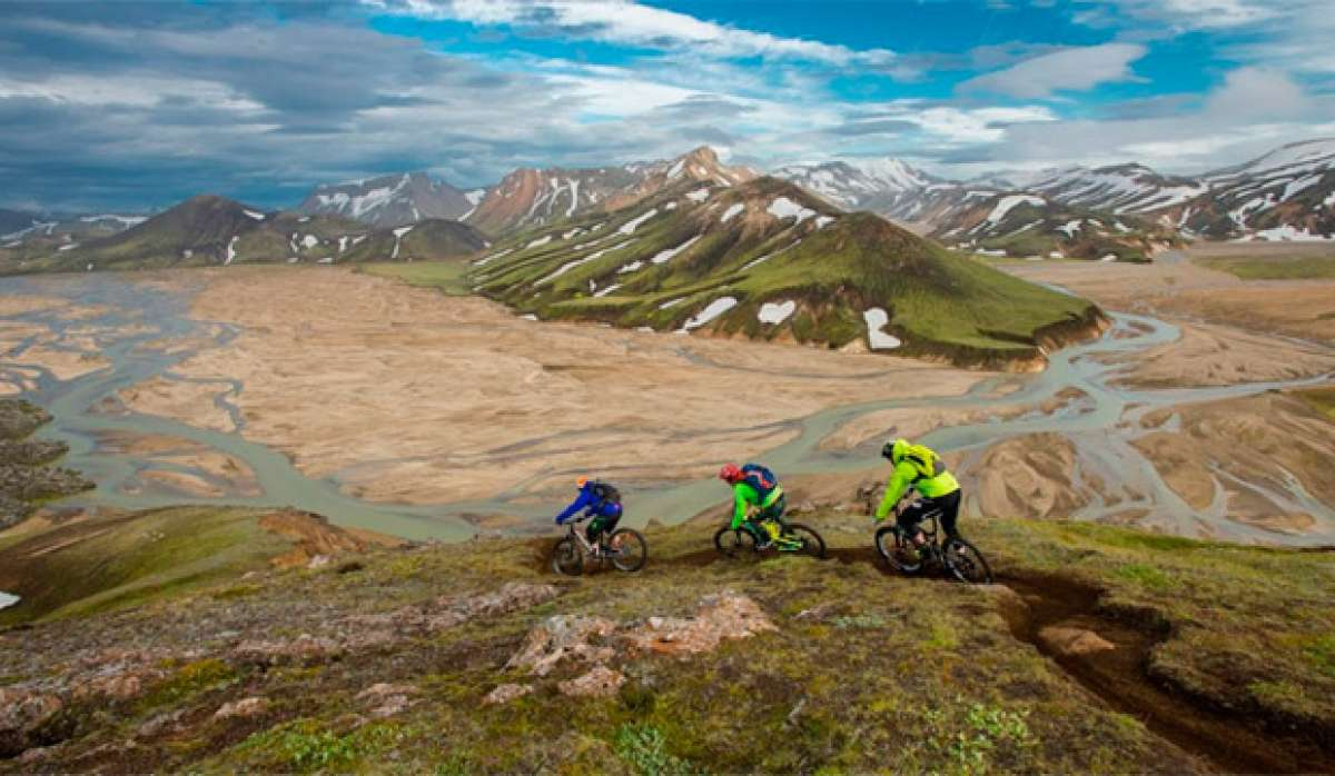 25 minutos de Mountain Bike con Hans Rey, Steve Peat y Runar Omarson recorriendo Islandia de norte a sur