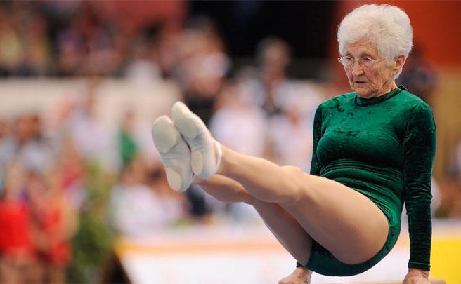 ¿Demasiado viejo para ir en bici? El maravilloso ejemplo de Johanna Quaas, una gimnasta de 91 años de edad