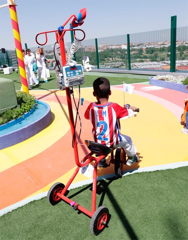 Kiciclo, un triciclo portasueros para niños hospitalizados que necesitan recibir tratamiento intravenoso