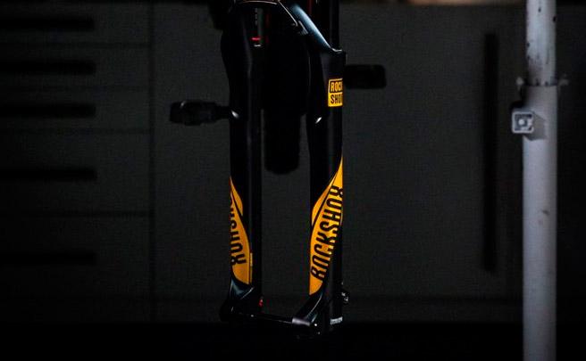 Nuevos kits adhesivos con estética 2017 para las horquillas de RockShox