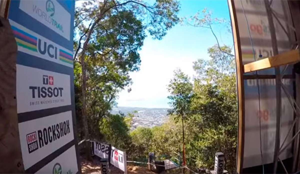 Reconociendo el circuito del Campeonato del Mundo DHI 2017 de Cairns con Loris Vergier