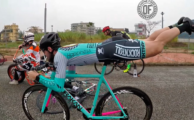 Espectacular vídeo promocional de Dafne Fixed: un 'Mannequin Challenge' sobre bicicletas