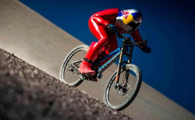 Récord del mundo de velocidad sobre tierra con una Summum Carbon Pro Team: 167.6 km/h