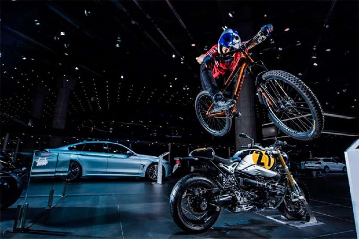 Espectáculo sobre ruedas con Martin Söderström en el Salón del Automóvil de Fráncfort