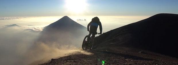 Rodando por los volcanes de Guatemala con Tito Tomasi