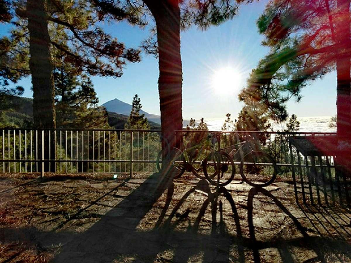 """La foto del día en TodoMountainBike: """"Mirando al Teide"""""""