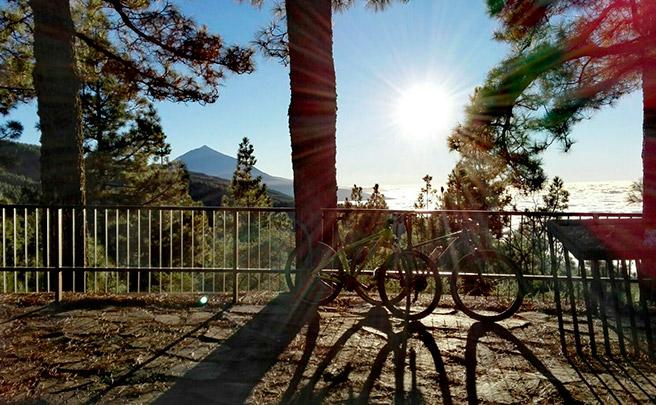 La foto del día en TodoMountainBike: 'Mirando al Teide'