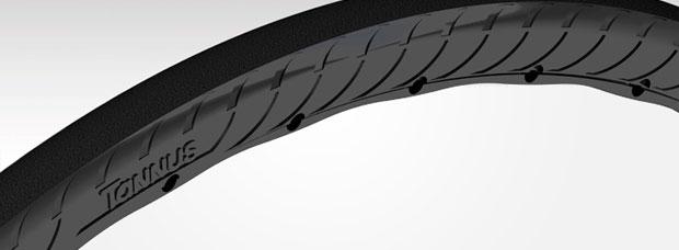 Adiós a los pinchazos sobre el asfalto con los avanzados neumáticos sin aire Tannus 700x25c