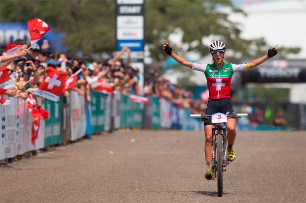 En TodoMountainBike: Nino Schurter y Jolanda Neff, campeones del mundo en el Mundial de Cairns