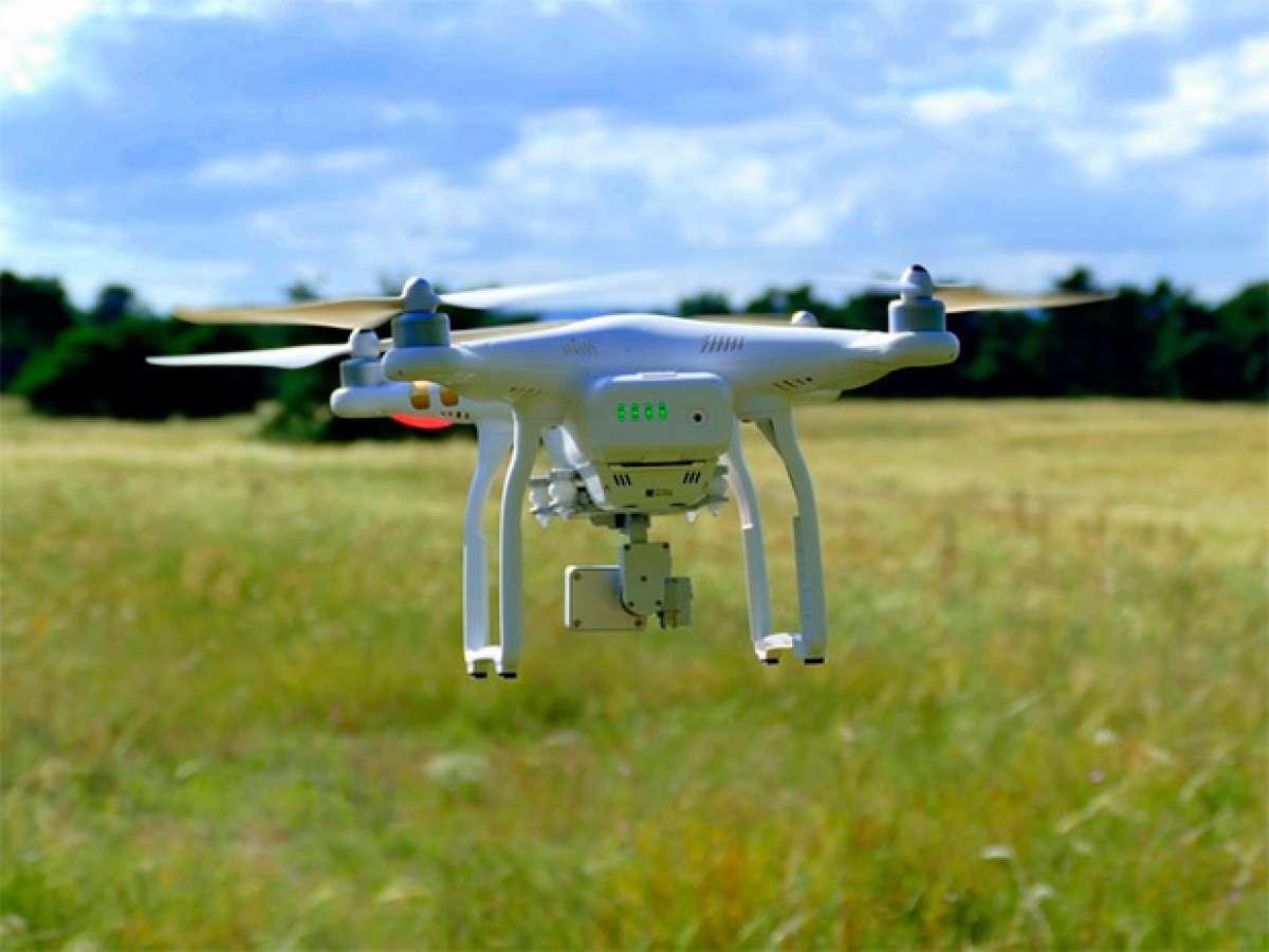 Consideraciones a tener en cuenta antes de usar un dron para grabar aventuras deportivas