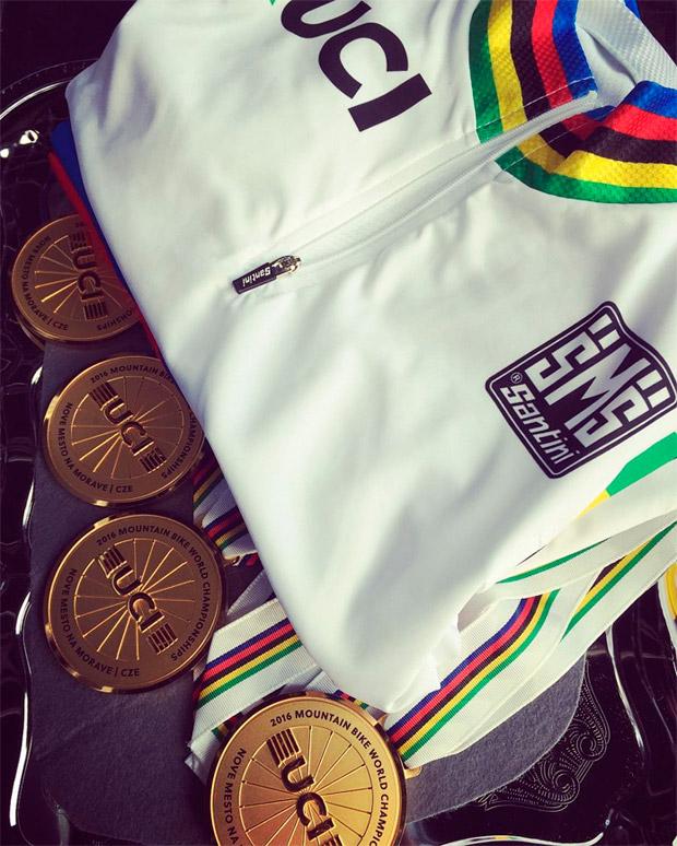 Dos novedades para las licencias federativas de 2017: código UCI exclusivo y categoría Sub-23 femenina