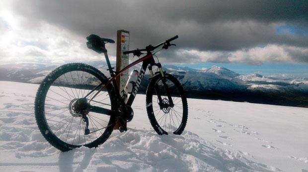 En TodoMountainBike: ¿Cuándo es el mejor momento para perder peso sobre la bicicleta? Cuando llega el frío, y estas son las razones