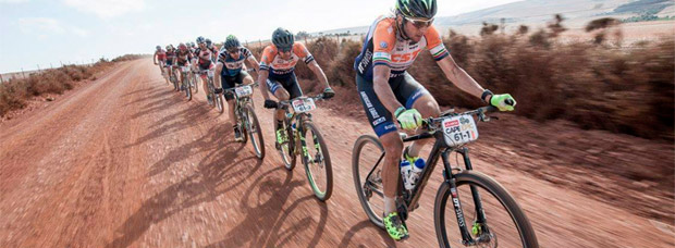 ¿Por qué ruedan los ciclistas en pelotón?