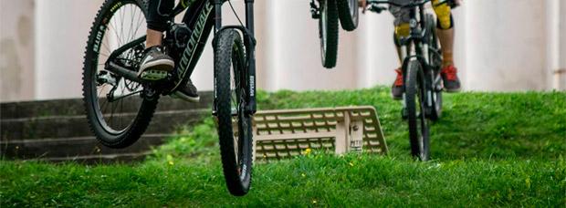 MTB Hopper, una rampa portátil para saltar con la bicicleta en cualquier momento y lugar