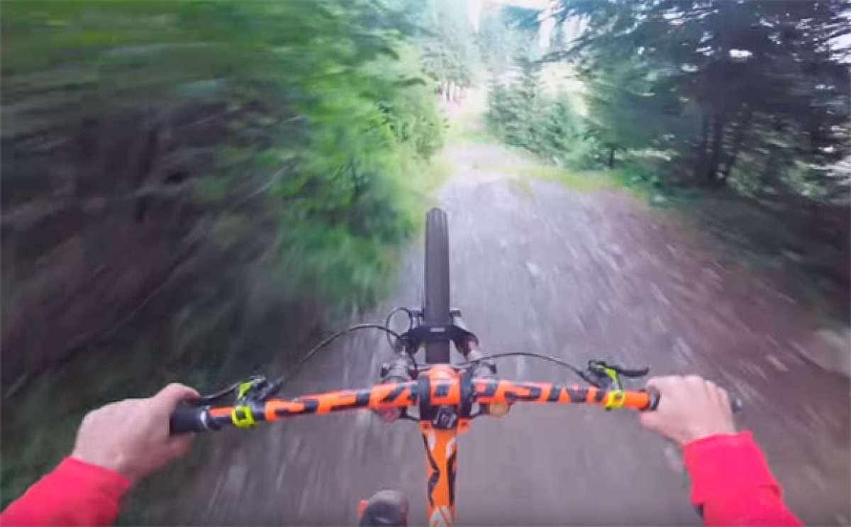 Rodando por la 'Pro Line' de Saalbach Hinterglemm (Austria) con Sam Pilgrim