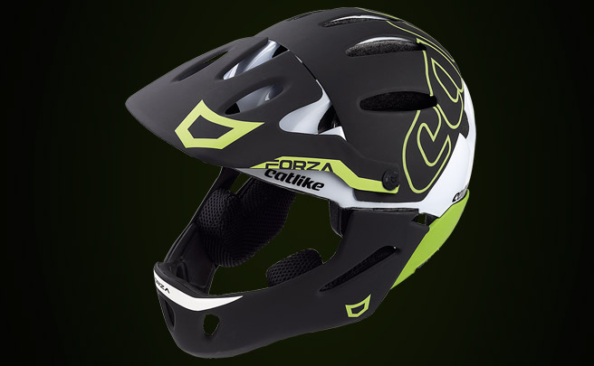 Así de resistente es el Forza 2.0, el primer casco de Catlike para Enduro y DH con mentonera desmontable