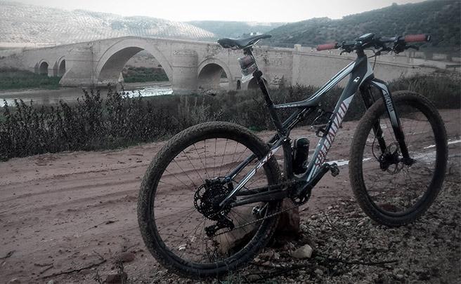 La foto del día en TodoMountainBike: 'El Milagro del Puente Ariza'