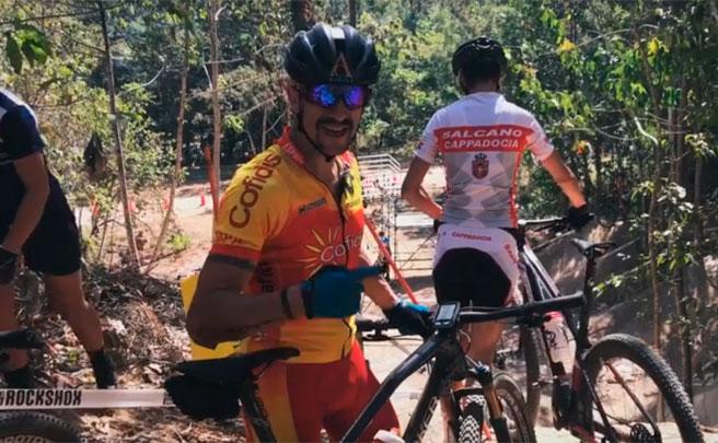 Rodando por el circuito del Campeonato del Mundo XCO 2017 de Cairns con Carlos Coloma