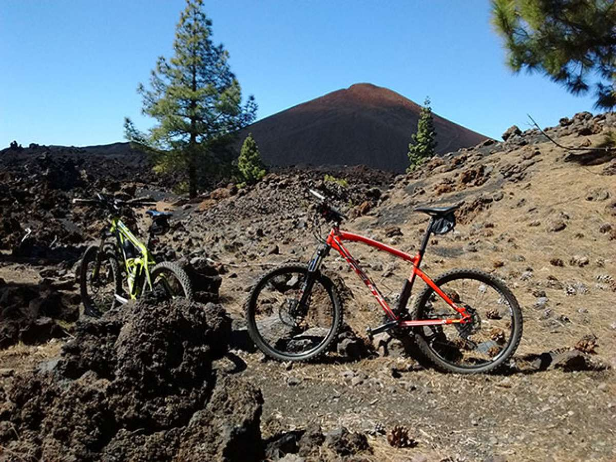 En TodoMountainBike: La foto del día en TodoMountainBike: 'Pedales y volcanes'