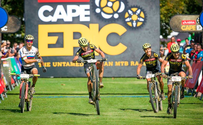 Recital de los equipos SCOTT-SRAM en la cuarta etapa de la Absa Cape Epic 2017