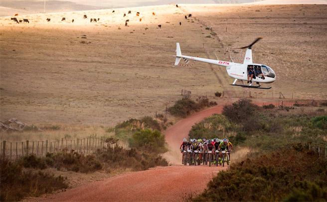 Sangre, sudor y lágrimas en la primera etapa de la Absa Cape Epic 2017