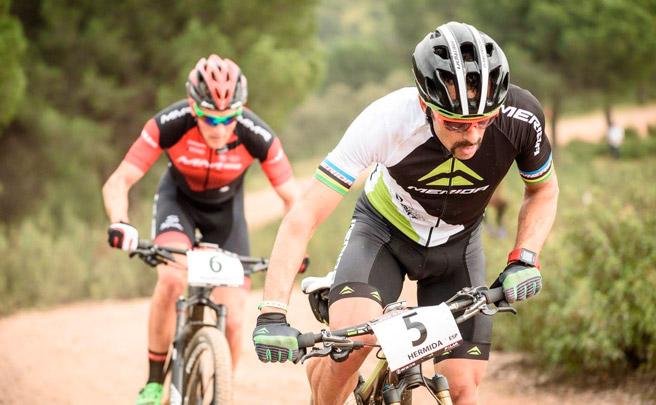 Victoria para Aleksei Medvedev y Rocío Martín en la primera etapa de la Andalucía Bike Race 2017