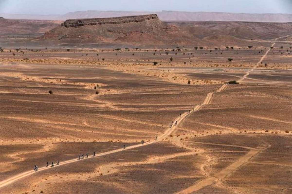 En TodoMountainBike: José Luis Gómez y Anna Ramírez, primeros líderes de la Titan Desert 2017