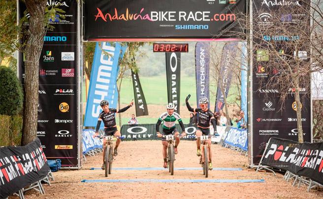 Triunfo de Fabian Rabensteiner y Raiza Goulao en la segunda etapa de la Andalucía Bike Race 2017