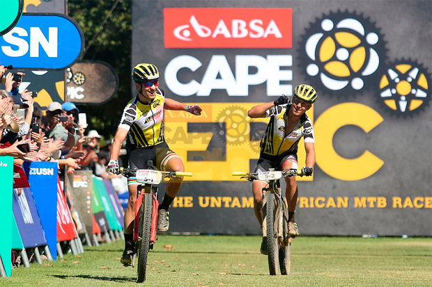 En TodoMountainBike: Nino Schurter y Matthias Stirnemann, a un paso de la gloria tras vencer en la sexta etapa de la Absa Cape Epic 2017