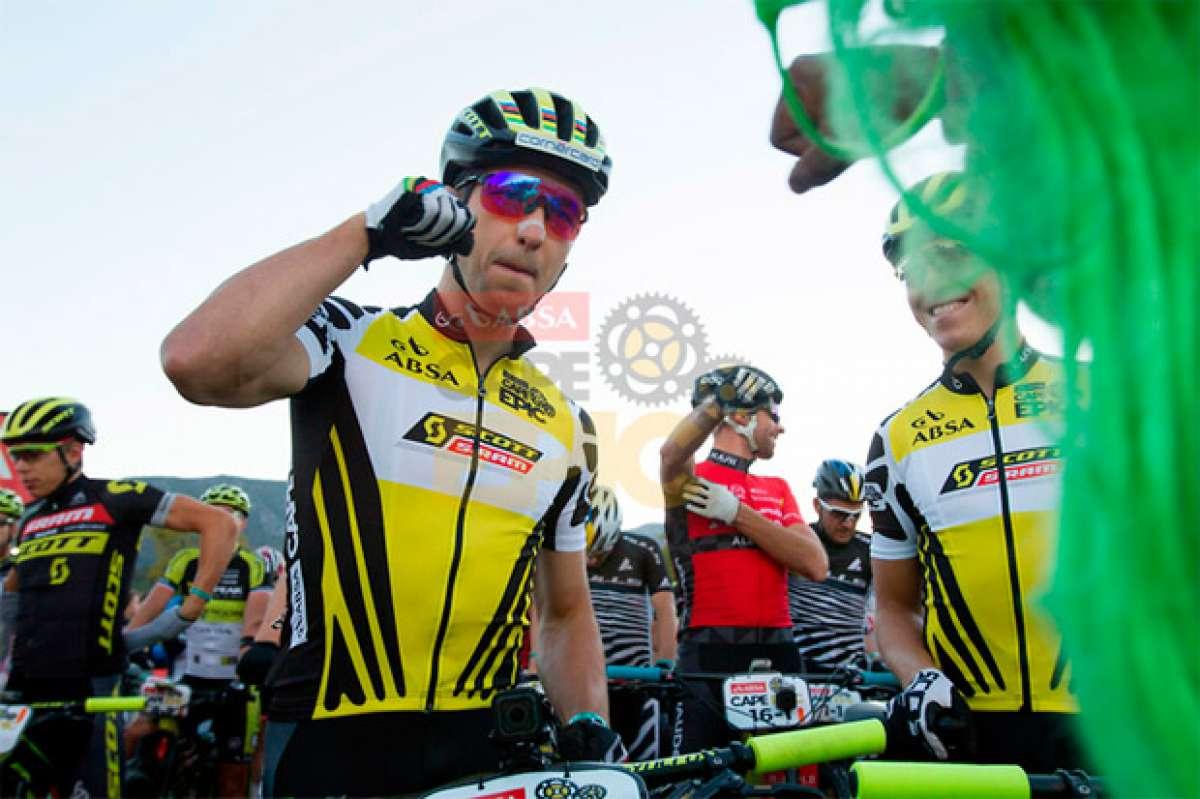 Nino Schurter y Matthias Stirnemann, a un paso de la gloria tras vencer en la sexta etapa de la Absa Cape Epic 2017
