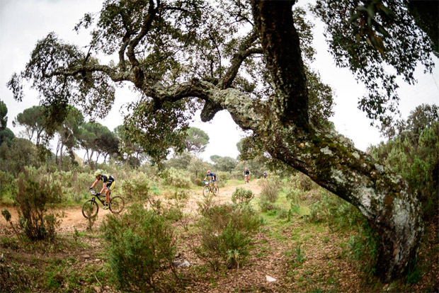 En TodoMountainBike: Tiago Ferreira y Raiza Goulao, líderes de la tercera etapa de la Andalucía Bike Race 2017