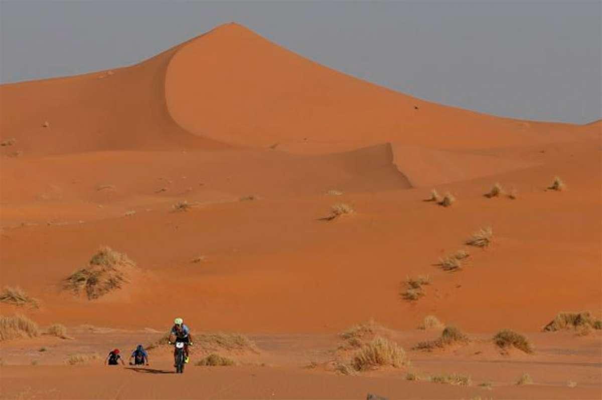 Roberto Bou y Anna Ramírez, los más rápidos en la etapa Garmin de la Titan Desert 2017