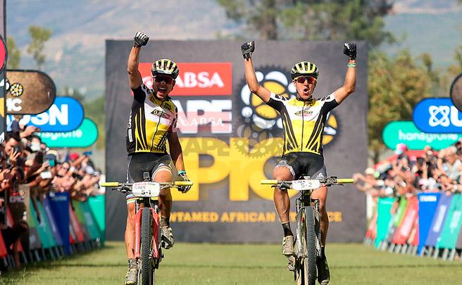 Nino Schurter y Matthias Stirnemann, vencedores de la Absa Cape Epic 2017
