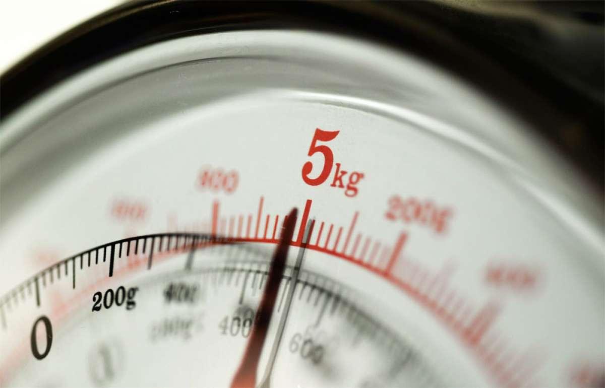 En TodoMountainBike: Para ciclistas obsesionados con el peso: a partir de 2018, un kilogramo dejará de ser un kilogramo