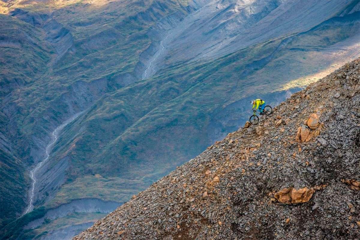 En TodoMountainBike: Espeluznante descenso de Darren Berrecloth en el reportaje 'Riding the Tatshenshini'