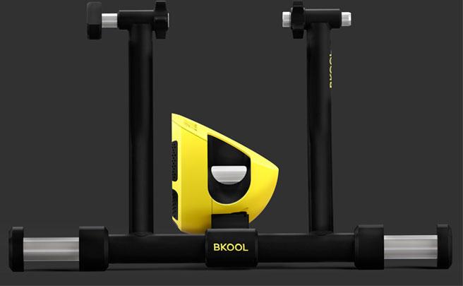 Más silencioso, más estable, más polivalente e igual de eficaz: llega el rodillo Bkool Smart Pro 2