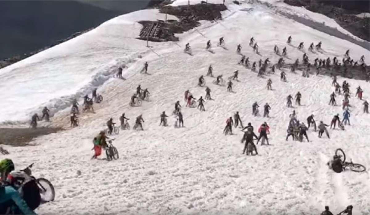 Así fue la accidentada salida de la Megavalanche Alpe d'Huez 2017