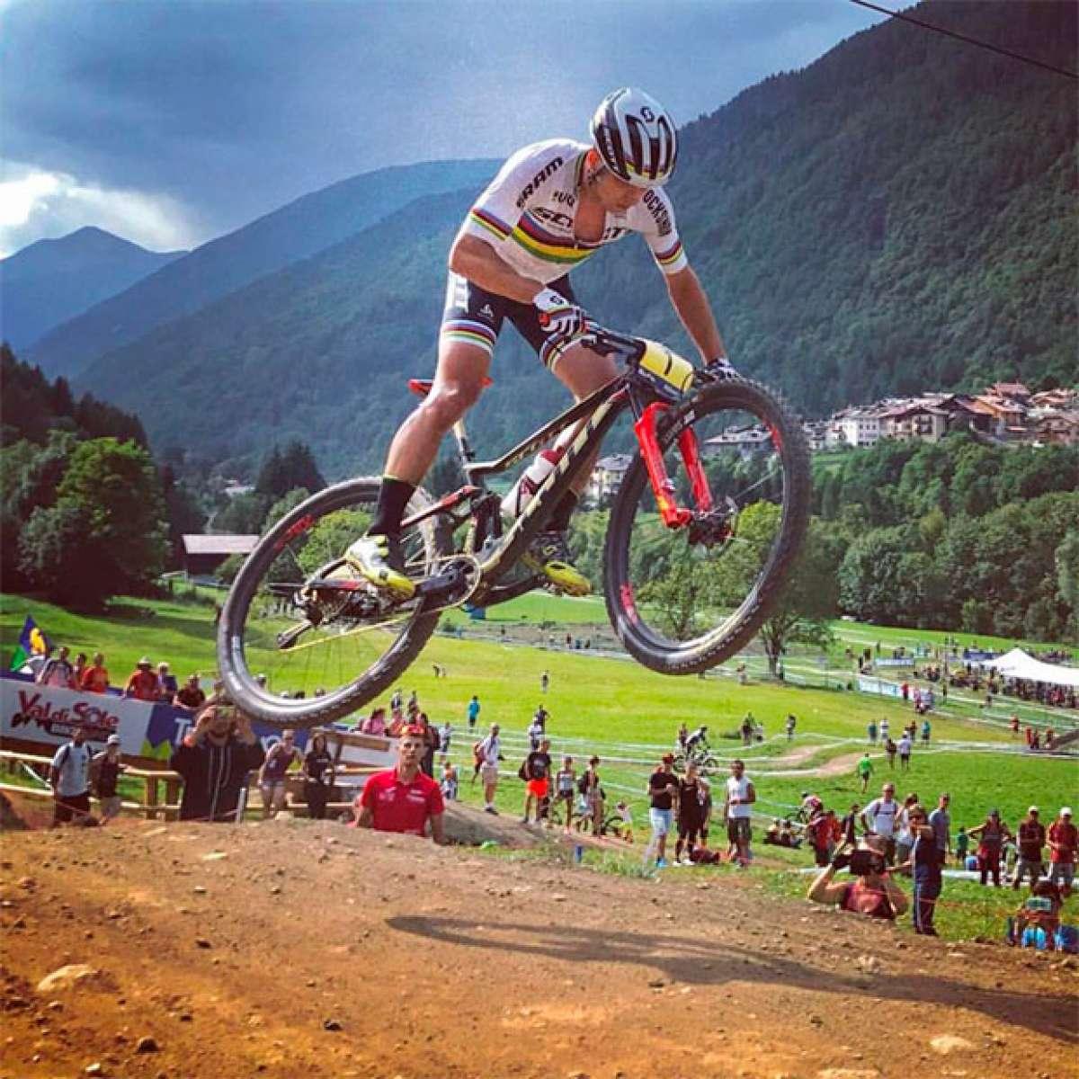 Madera de campeón: así saltaba Nino Schurter en la Copa del Mundo XCO 2017 de Val di Sole
