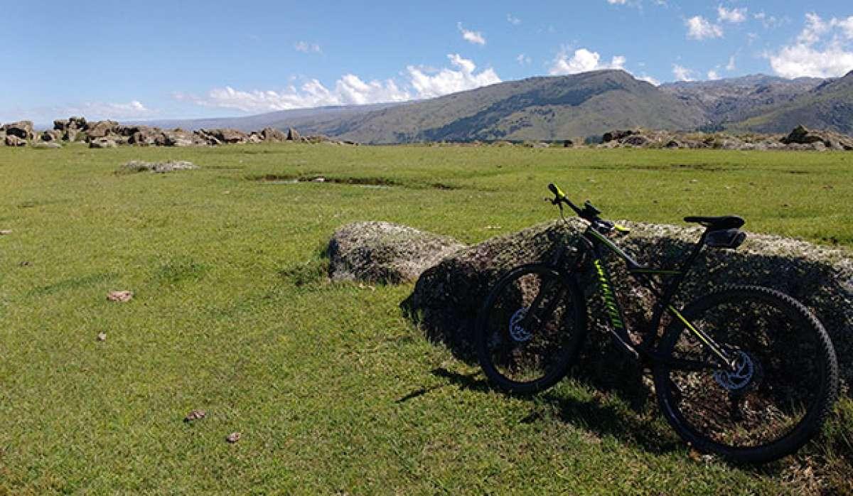 """La foto del día en TodoMountainBike: """"Buscando la huella a Villa Alpina"""""""