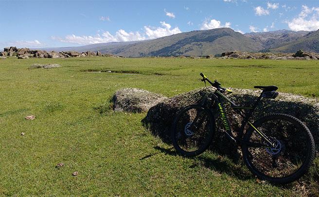 La foto del día en TodoMountainBike: 'Buscando la huella a Villa Alpina'