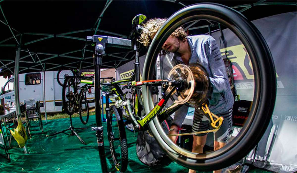 Así trabaja el servicio mecánico del SCOTT-SRAM MTB Racing en la Absa Cape Epic 2017