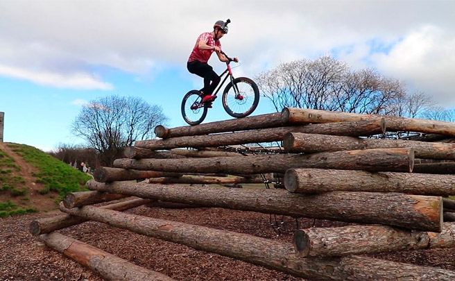 Sesión de entrenamiento en el parque con Danny MacAskill y Ali Clarkson